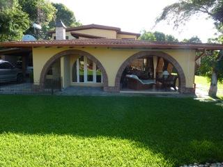 Preciosa casa en Jacagua con amplio Terreno